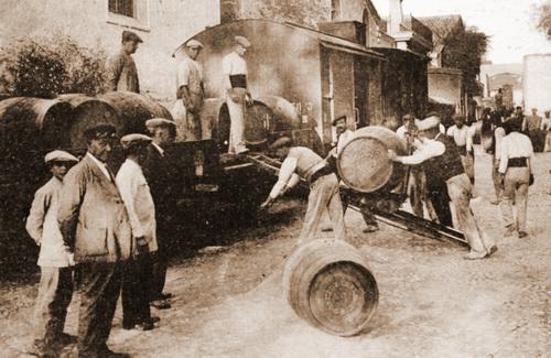 Verladen von Sherry-Fässern in Jerez
