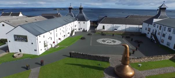 Islay-Destillerien aus der Drohnen-Perspektive